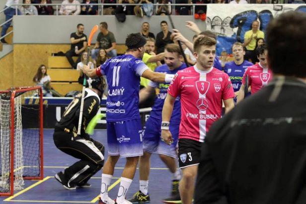 Florbalisté Vítkovic schytali v semifinále Poháru mistrů debakl. Do finále neprošly ani ženy