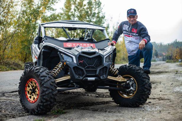 Macháček se vrátí na Dakar v bugině týmu Buggyra