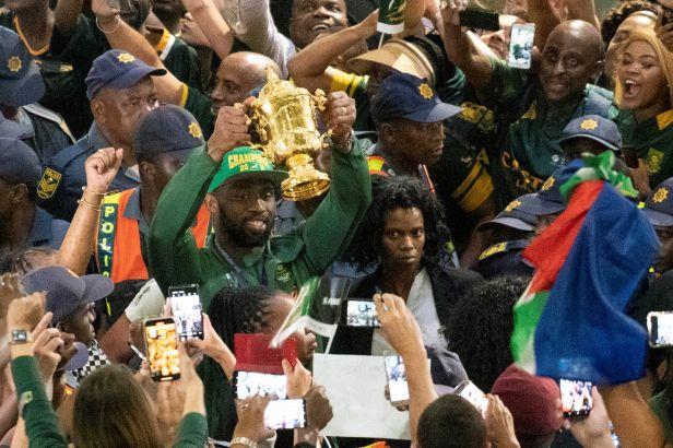 Velkolepé oslavy jihoafrického triumfu. Davy fanoušků na letišti a pětidenní vítězná cesta zemí