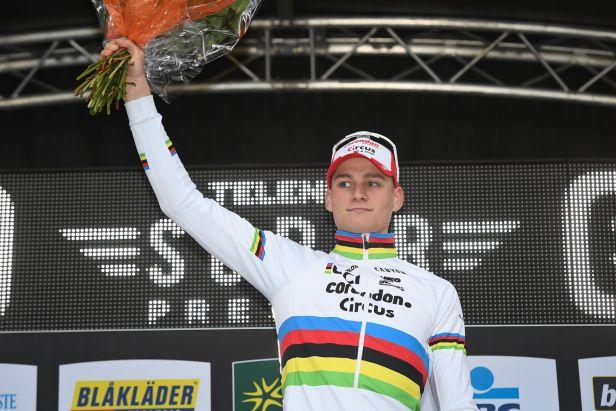 Cyklokrosové závody v Táboře okoření hvězdný Van der Poel, Nash poveze bílý dres