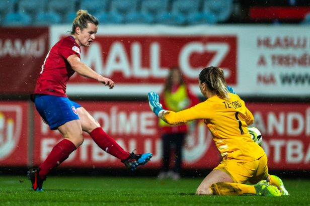 Dva góly Szewieczkové nestačily, Češky podlehly v přípravě Anglii 2:3