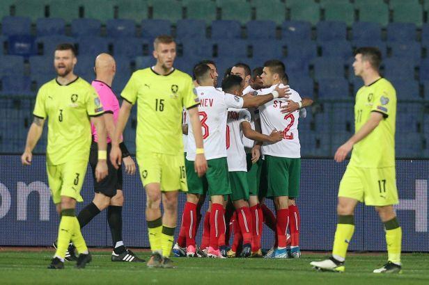 Lipové dresy štěstí nepřinesly. Češi prohráli na závěr kvalifikace s Bulhary gólem z ofsajdu