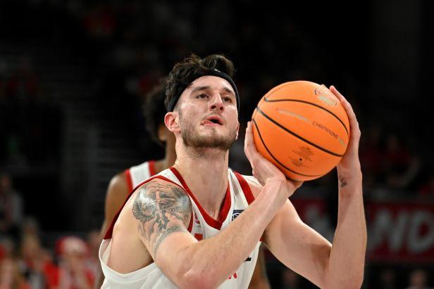 Nymburk ukázal školákům basketbalovou show, Kolínu nestačil ani triple double Igrutinoviče