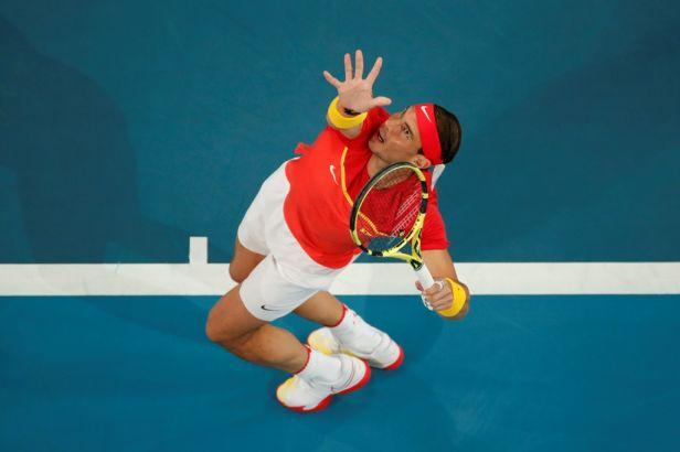 Djokovič poslal Srbsko do semifinále ATP Cupu. Nadal prohrál s Goffinem, ale složil reparát v deblu
