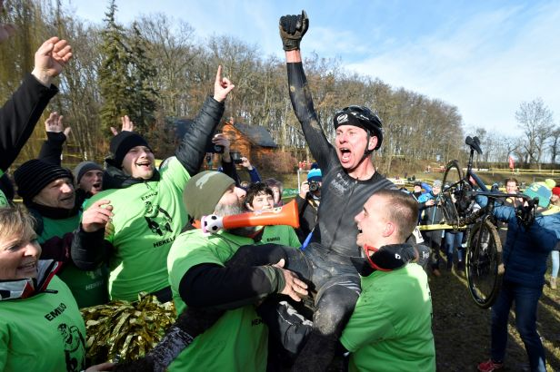 Hekele se ve 42 letech stal poprvé českým cyklokrosovým šampionem