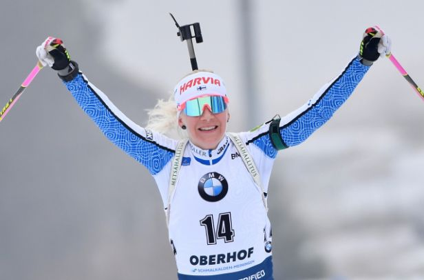 Hromadný start v Oberhofu ovládla Mäkäräinenová. Davidová dojela dvanáctá