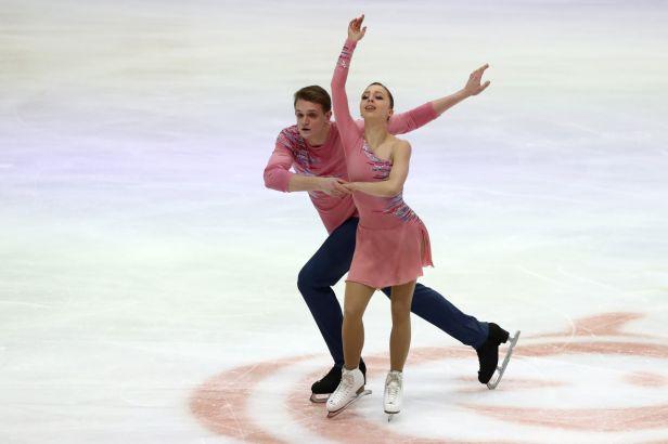 Ruské páry nezaváhaly a ovládly soutěž sportovních dvojic. Zlato získali Bojkovová a Kozlovskij