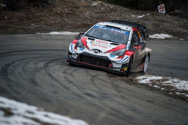 Brit Evans vede před posledním dnem Rallye Monte Carlo o pět sekund