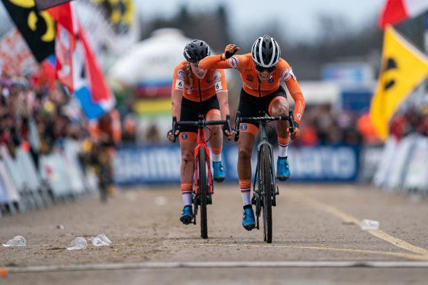 Nizozemská sobota na mistrovství světa v cyklokrosu. Nash byla jedenáctá