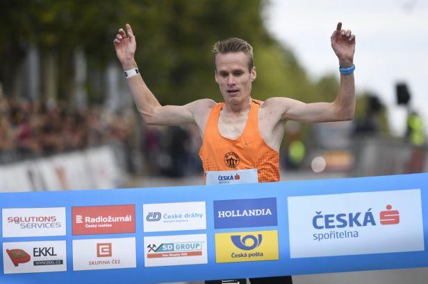Pavlišta rekordně posedmé ovládl půlmaraton. Ženám kralovala Hrochová