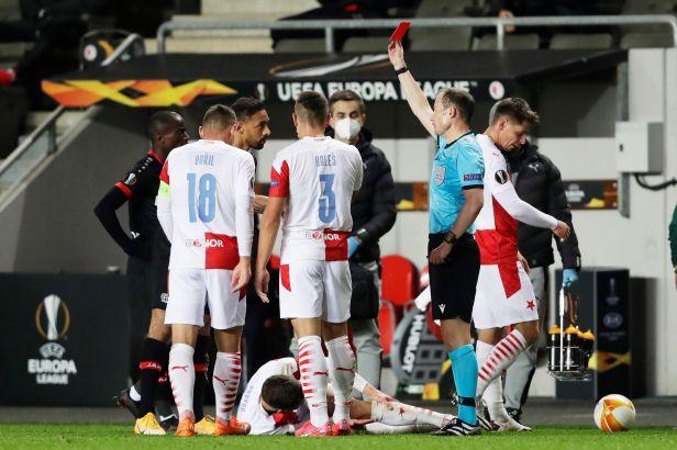 Knockout v Edenu po směšném vyloučení, píší v Německu o porážce Leverkusenu