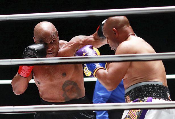 Tyson při návratu remizoval s Jonesem, deset milionů dolarů věnuje na charitu
