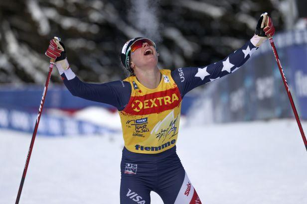Digginsová vyběhla na Alpe Cermis druhá, ale Tour de Ski vyhrála. Razýmová je desátá
