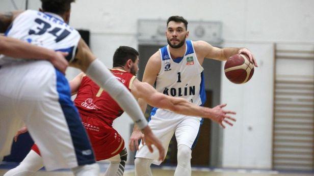 Basketbalisté Kolína a Nymburku přidali ve čtvrtfinále další výhru, Dunans knockoutoval Pekárka
