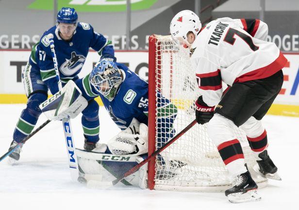 Ottawa čeká na výhru už pět zápasů. Sutter dal hattrick a Vancouver vyhrál 7:1