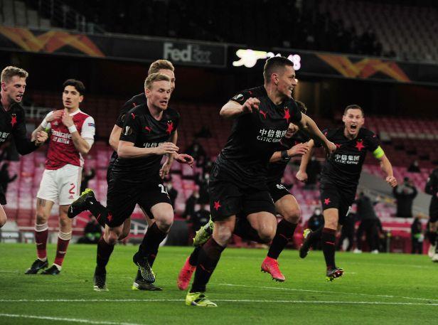Holeš úřadoval v nastavení a Slavia si veze z Arsenalu cennou remízu