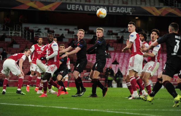 Osud Arsenalu visí v EL na vlásku, k ideálnímu výkonu měl daleko, shodla se britská média