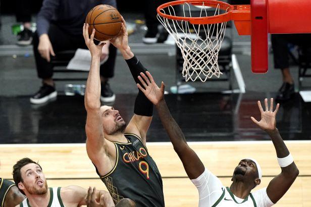 Basketbalisté Chicaga v NBA zabrali, doplatili na to hráči Charlotte