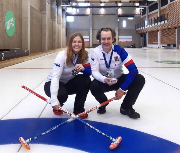 Česká curlerská dvojice začala MS skvěle, vyhrála i další dva zápasy