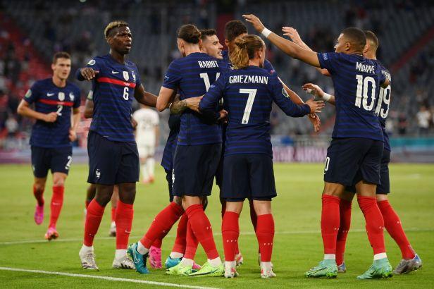Hummelsovi comeback zhořkl, vlastním gólem stanovil vítězství Francie