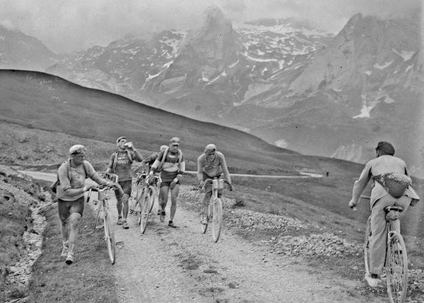 Deset Tour, deset odstoupení. Příběh ztrácejícího se cyklisty Roberta Asseho