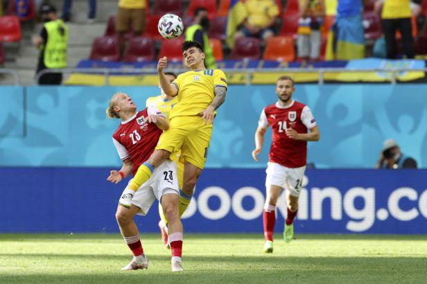 Rakousko je poprvé v osmifinále, odevzdanou Ukrajinu sestřelil Baumgartner