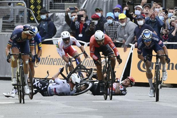 Tour de France opustila první velká hvězda. Se zlomenou klíční kostí končí Ewan