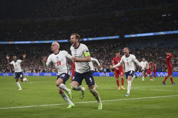 Anglie slaví postup do finále, Kane v prodloužení dorazil penaltu