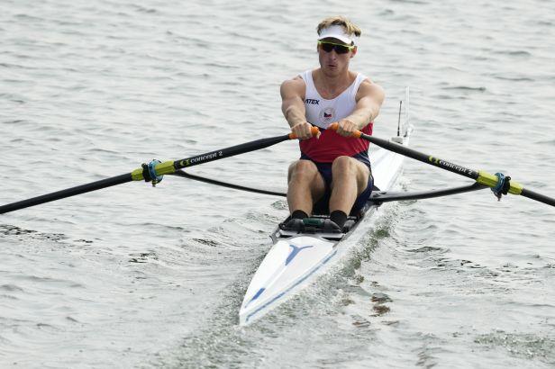 Skifař Fleissner postoupil s přehledem do čtvrtfinále. České dvojskify jsou v semifinále