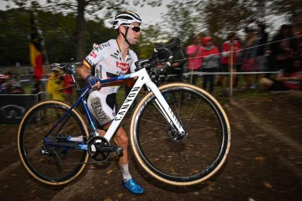 Belgičan Aerts zvítězil na domácí trati, mezi ženami slavila Betsemová