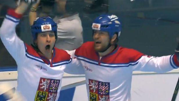 Čeští hokejbalisté slaví těsnou výhru nad Portugalci 1:0
