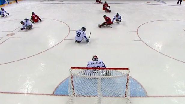 Kanadští sledge hokejisté rozdrtili v semifinále Koreu 7:0