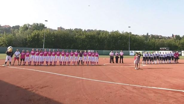 Softballový klub Eagles se zahalil do růžové při charitativní akci Ladies Day