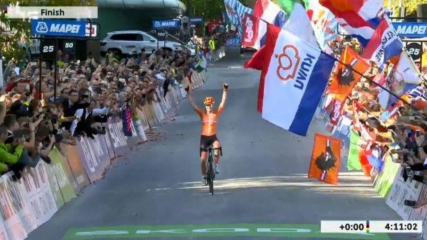 Závěr silničního závodu žen s vítěznou van der Breggenovou