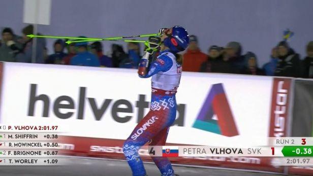 Dramatický konec druhého kola obřího slalomu žen včetně zlaté jízdy Vlhové
