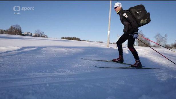 Biatlonisté se z areálu na hotel přesouvají na běžkách