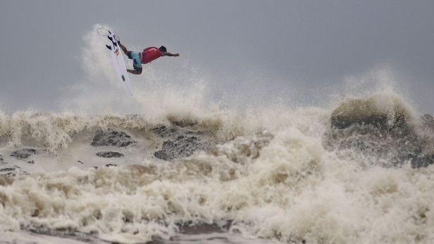 Historicky prvními vítězi v surfingu se stali Ferreira a Mooreová