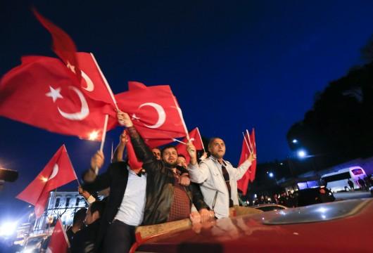 Příznivci Erdogana v ulicích Istanbulu,  Autor: Murad Sezer,  Zdroj: Reuters