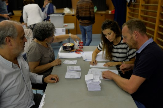 Začalo sčítání hlasů.,  Autor: Vincent West,  Zdroj: Reuters