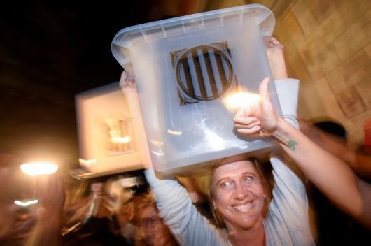 Katalánci slaví v ulicích měst.,  Autor: Eloy Alonso,  Zdroj: Reuters