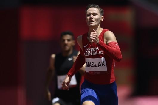 Pavel Maslák v rozběhu na 400 metrů