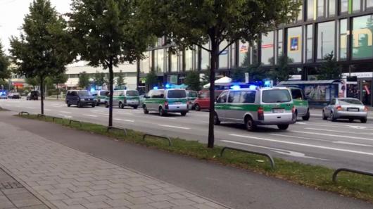 Policie u obchodního centra v Mnichově Zdroj: ČTK/AP