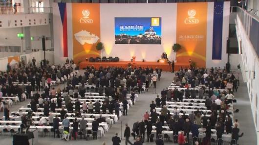 Za svůj projev si Fico od delegátů vysloužil potlesk vestoje Zdroj: ČT24